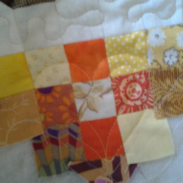 A heart in the corner on this heartquilt #epp#heartquilt #freemotionquilting