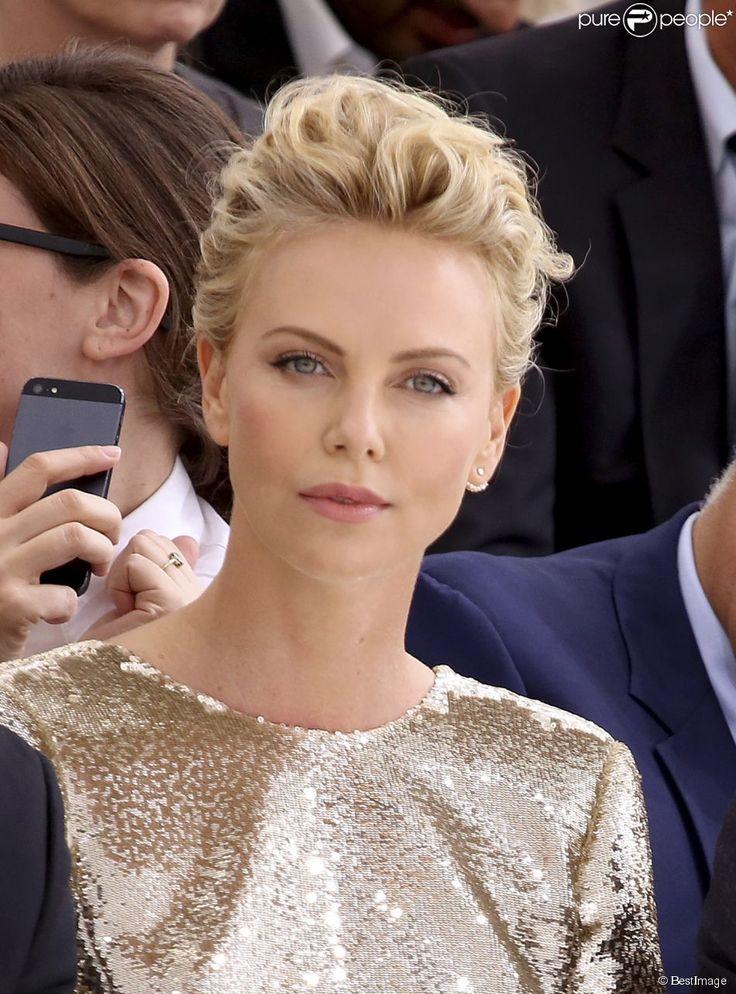"""Charlize Theron au défilé de mode, collection Haute-Couture automne-hiver 2014/2015 """"Christian Dior"""" au Musée Rodin à Paris, le 7 juillet 2014."""