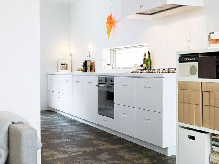 Exklusivt kök i vit Corian. LUCKA: K2 Studio Ballingslöv