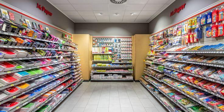 Nel centro commerciale Stern-Center di Potsdam la Oktalite ha dotato la cartoleria McPaper, nell'ambito di lavori di ristrutturazione, di un nuovo sistema d'illuminazione LED #retail #shop #LED #lighting