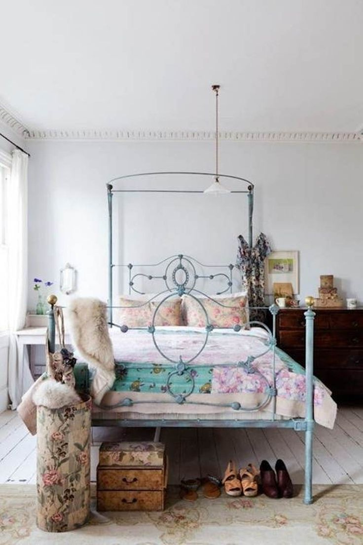 eclectic bedroom is all about finding that right balance between what you love. In this post we have a collection of 25 cool eclectic bedroom design ideas
