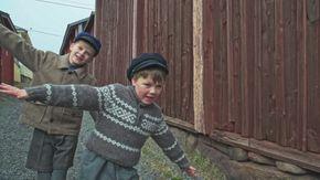 Osa 1/10. Cilla ikävöi äitiä. Isoisä kertoo tarinan pikku Svenistä, joka eli 1920-luvulla.