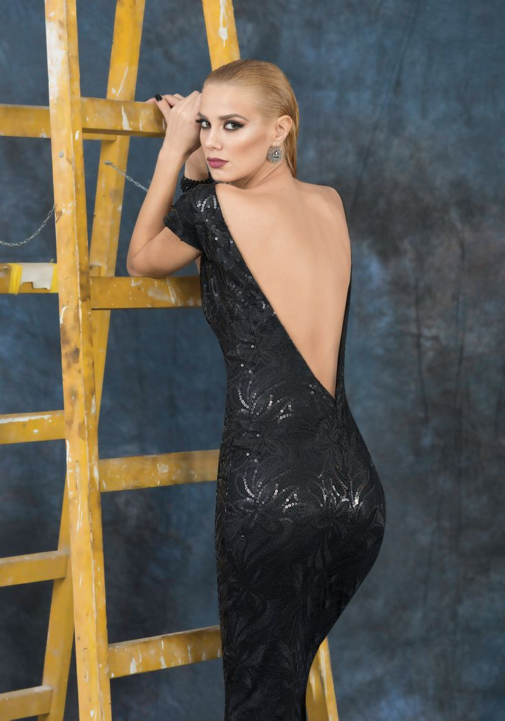 Long dress with plunging neckline and sexy back. The dress is very elegant suitable for elegant evening parties.