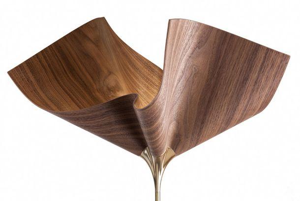 Дизайн-студия из Израиля cozi studio разработала светильник из гнутой древесины на основе синтеза традиционного ручного ремесла и современных технологий.