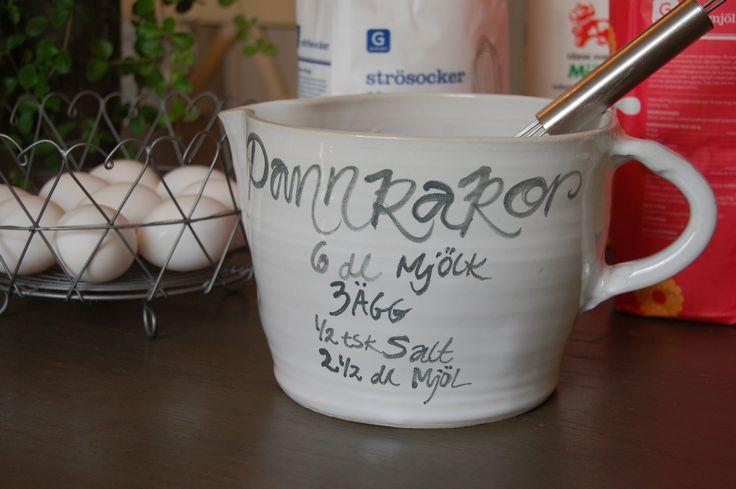 Trevlig vispskål med recept pannkakor och sockerkaka Nice beater bowl with recipe pancakes and cake