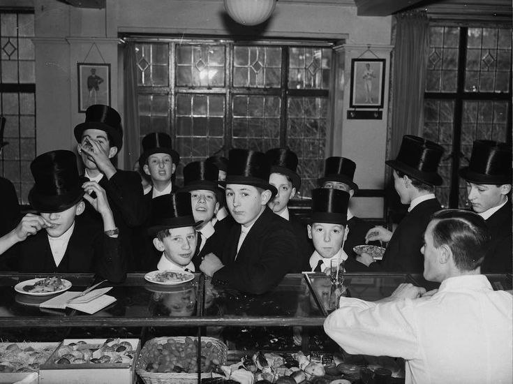 23rd January 1937: Students crowding the tuck shop at Eton. (Photo by Ward/Fox Photos/Getty Images)