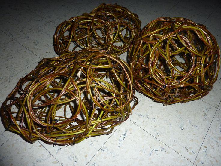 Vormen met kleine ringen aan elkaar gemaakt met stripjes