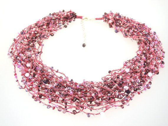Gehaakte ketting ketting roze fuchsia rode waterval door Biggibeads