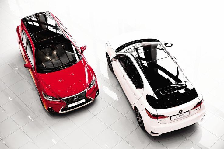 솔리드 레드와 화이트 펄 크리스탈 샤인 컬러의 THE NEW CT 200h가 곧 시작될 레이싱을 앞두고 출발을 준비한다.   Lexus i-Magazine Ver.4 앱 다운로드 ▶ www.lexus.co.kr/magazine  #Lexus #Magazine #NEWCT200h #CT