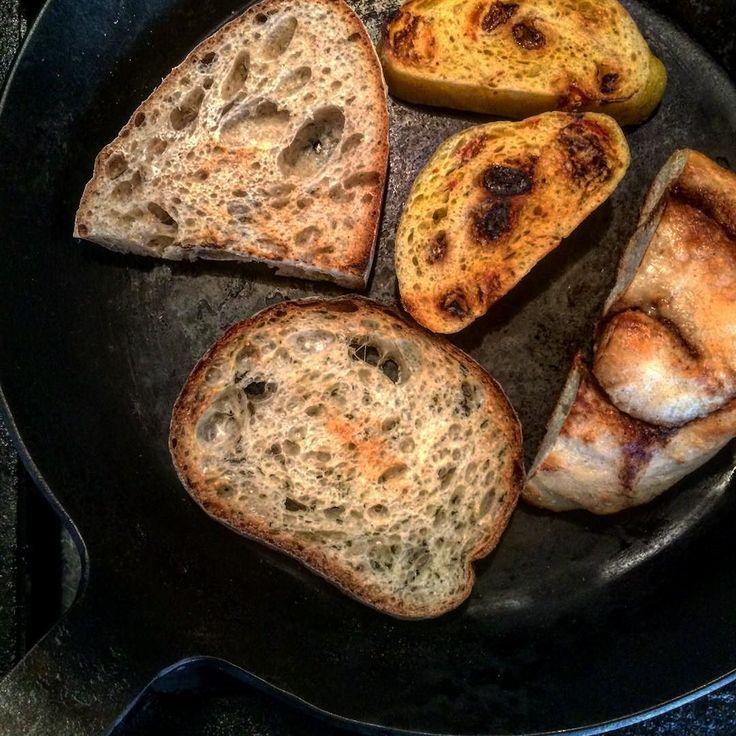 パン国博覧会後毎日パン屋さんのパンを楽しんでいます 山角さんのカルダモンロールパラダイスアレイさんのわかめカンパーニュラムヤートさんの田舎パン水円さんのクコの実の蒸しパンどれもこれも味わいが深い深い  米子市の生活雑貨店'tis clayさんで土曜日にパン販売していただいていますが本日も追加販売します新麦リュスティック有機ナッツ&チョコやくるみクランベリークリームチーズサンドなどたくさん追加しましたぜひお出かけください  その'tis clayさんで今日はkinacoちゃん@suttoco.kinaco胡麻のアトリエまるちゃんの味噌仕込みワークショップがあり出かけてきますワークショップ参加する方は初体験楽しみです by kosajiichi