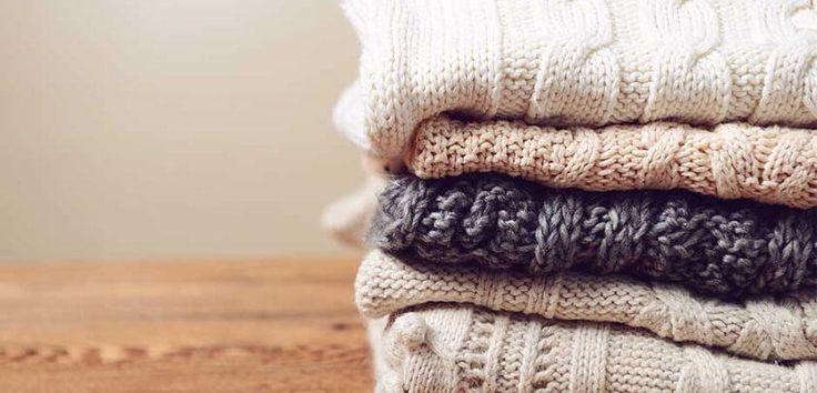 Ήρθε η ώρα για ανακατανομή της ντουλάπας σας; Συγκεντρώσαμε για εσάς μερικές χρήσιμες συμβουλές για την φύλαξη και την αποθήκευση των ρούχων, για να τα βρείτε ακριβώς όπως τα αφήσατε!  1. Πλύνετε όλα τα ρούχα πριν τα φυλάξετε: ακόμα και αυτά που φορέθηκαν μια φορά ή φαίνονται καθαρά. Επιφανειακοί...
