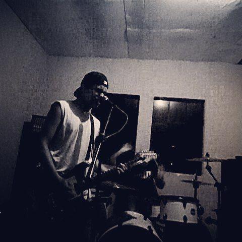 Ensayo! #song #Riot #Band #rockband #Music #mapex #Sabían#DrumLife  #Drums #drumporn #drumsdrumsdrums #drumming #Drummer #Bass #Guitar #blackandwhite #rockmusic #feeling #lml by helmuth___