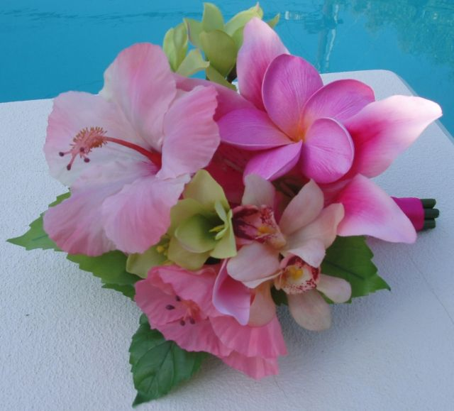 Inspiration for a tropical centerpiece - bouquet of hibiscus and plumeria by Creative Weddings and Occasions Blog