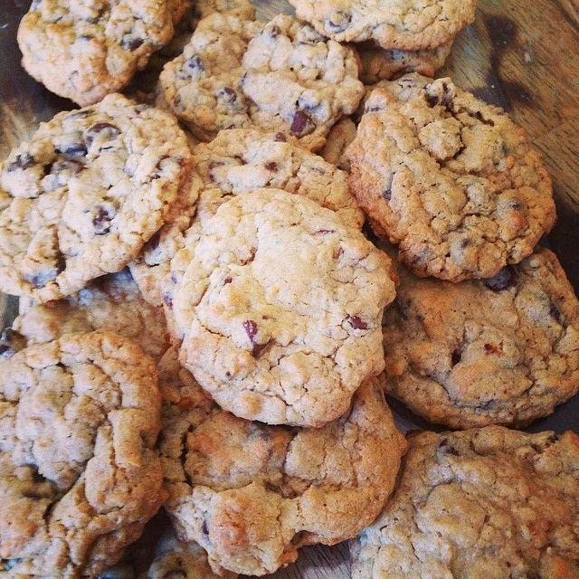Gluten-Free Chocolate Chip Cookies - #ad #livingnowfoods