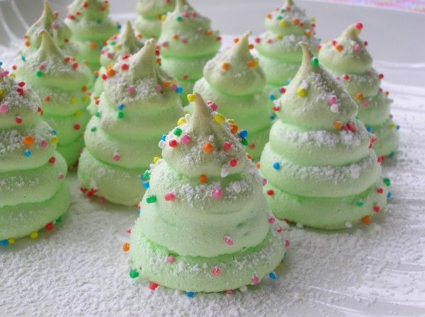 Christmas Tree Meringues: