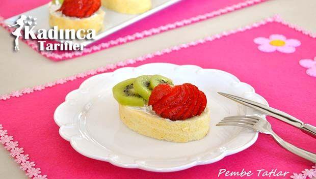 Porsiyonluk Meyveli Rulo Pasta Tarifi nasıl yapılır? Porsiyonluk Meyveli Rulo Pasta Tarifi'nin malzemeleri, resimli anlatımı ve yapılışı için tıklayın. Yazar: Pembe Tatlar