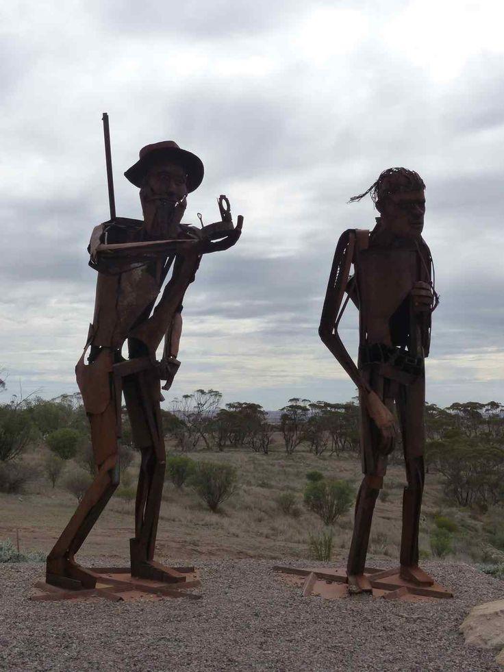 P1130902.jpg big Aboriginal man sculpture • South Australia Kimba? • aussie big things australia
