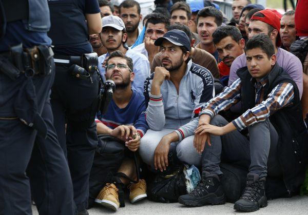 Россия и Европа: две большие разницы одной проблемы мигрантов.              Тема новой волны мигрантов в Европу остается наиболее популярной в российском сегменте и�