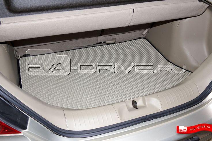 Nissan Tiida Hatchback - коврики EVA-DRIVE. Коврик багажника, цвет светло-бежевый с черной окантовкой.
