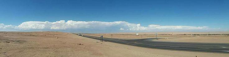 Regenwolken über der Namib-Wüste