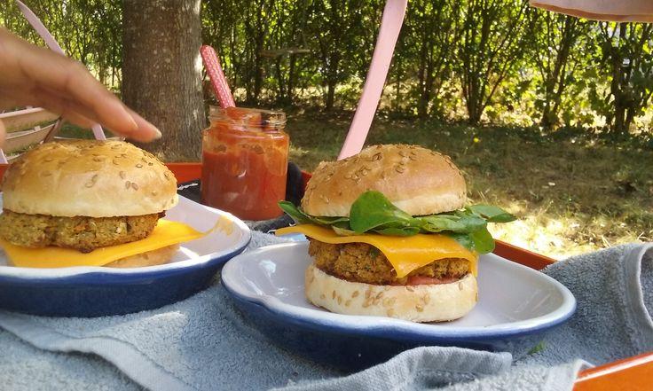 Hamburger végé (légumes secs,  flocons de céréales et tofu) inspiré...selon vos envies