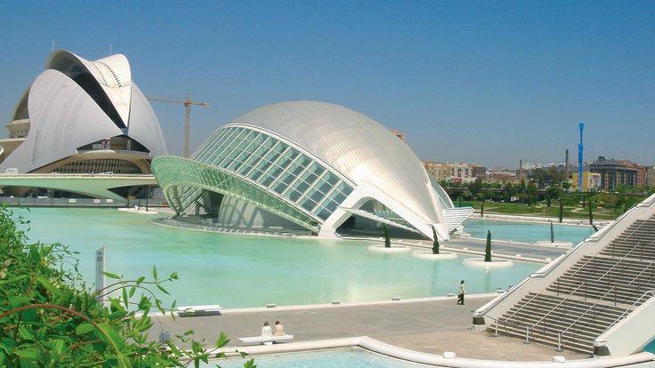 Santiago Calatrava ist ein begnadeter Architekt und hat in Valencia atemberaubende Spuren hinterlassen. #SantiagoCalatrava #Spanien #Valencia #Sprachreise #Sprachkurs #Spanischlernen #Architekt
