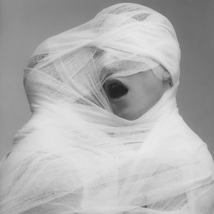 Robert Mapplethorpe - White Gauze, 1984. http://www.sympathyfortheartgallery.com/post/25596875634/alecshao-robert-mapplethorpe-white-gauze#