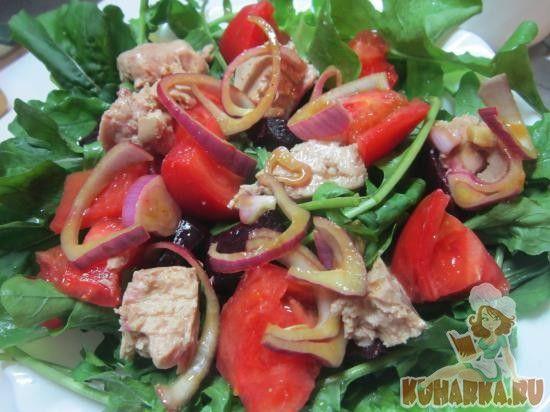 Салат из печени трески и помидор