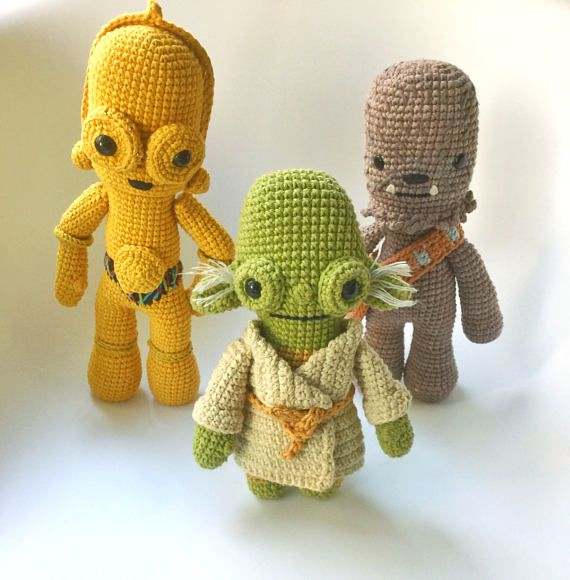 This is a PDF CROCHET PATTERN, NOT THE FINISHED DOLL. C3PO, is my tribute version of the Star Wars saga movie character so you can crochet your own doll. The patterns is suitable for both beginners and more experienced crafters. Required skills for this pattern: magic loop, crocheting in spiral, color changing, increase, decrease and the basic crochet stitches, single crochet and double crochet. If you have any quiestion about the pattern, feel free to contacto, me, i wil be happy to help…