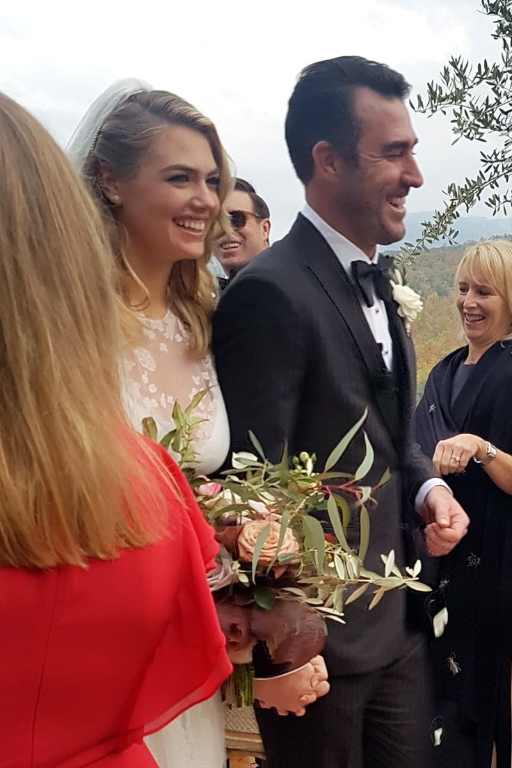 Kate Upton & Justin Verlander marry 4 days after 2018 MLB World Series win.They began dating in 2014.
