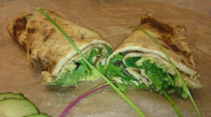 Wraps till frukost denna morgon. Stekte omeletten igår och förvandlade den till en wrap med avocado bacon  sallad och färska örter. Nu håller jag mig mätt fram till lunch.  #lchf. #paleo. #sockerberoende.#lchf-vänligt. #lchfdiet. #Lowcarb. #lchffrukost. #sockerfri. #keto. #paleofrukost. #lchfwrap #sockeraddict. #träning. #Evammaslivsstil #hälsa. by evammas_livsstil