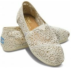 Ohh la la!  What could be better than genuine crochet Toms for only $69.95 at Apple Saddlery?