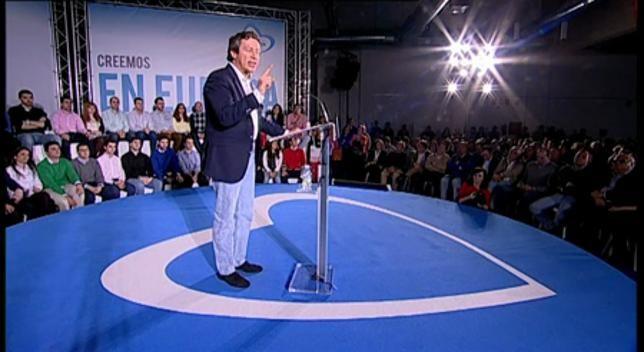 """O PP apela à mobilização dos seus membros para as Europeias - Foi quando ele disse que era o socialista José Blanco ( candidato europeu ), que minou a possibilidade de o eixo 16 , vá em frente . Essa rede ferroviária que ligaria o porto de Sines, com a França através da Extremadura . """"Eu vou cuidar de você não esquecê-lo """", ele prometeu ."""