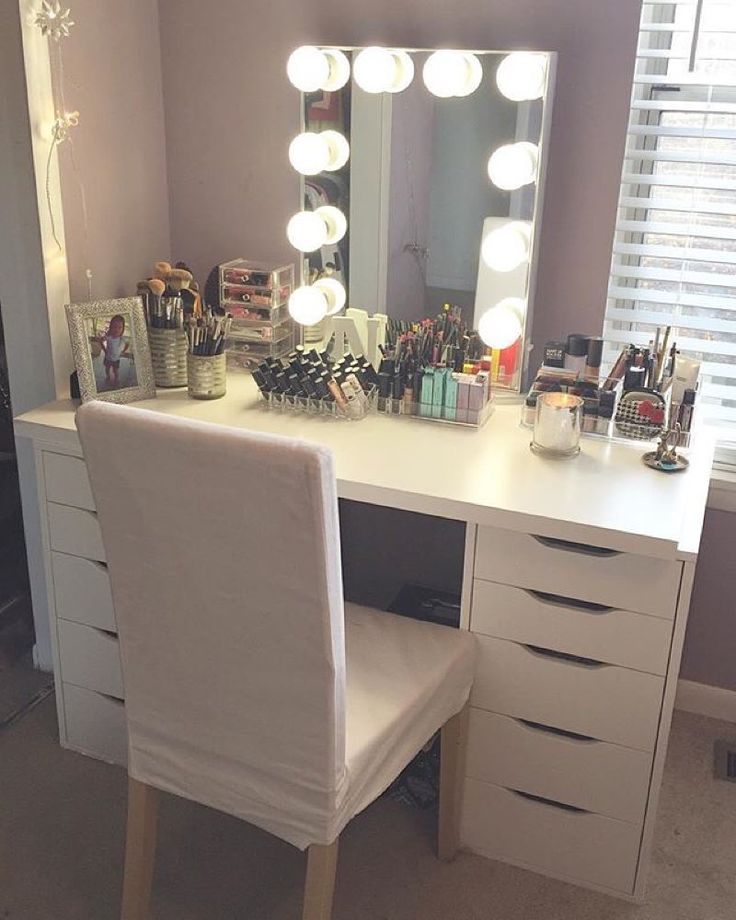 52 best images about vanity ideas on pinterest for White makeup table with lights