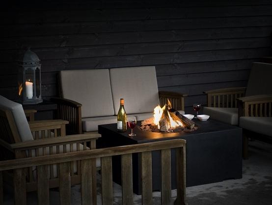 Met een vuurtafel van Happy Cocooning kunt u 's avonds langer van uw tuin genieten! Deze vuurtafels zijn vuurkorf en tafel tegelijk, u kunt op http://www.gardengallery.nl al een #happycocooning #vuurtafel kopen vanaf 399,-!