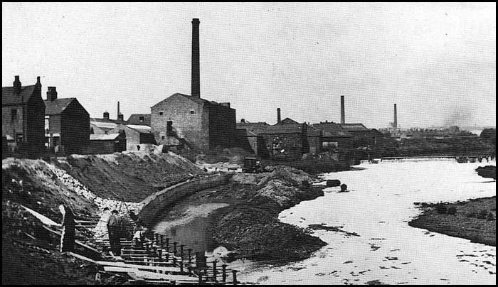 An old photo of the River Irwell in Salford