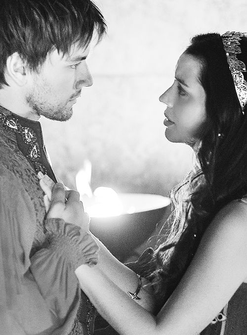 Bash and Mary.....could have been the best love story of Reign:'(