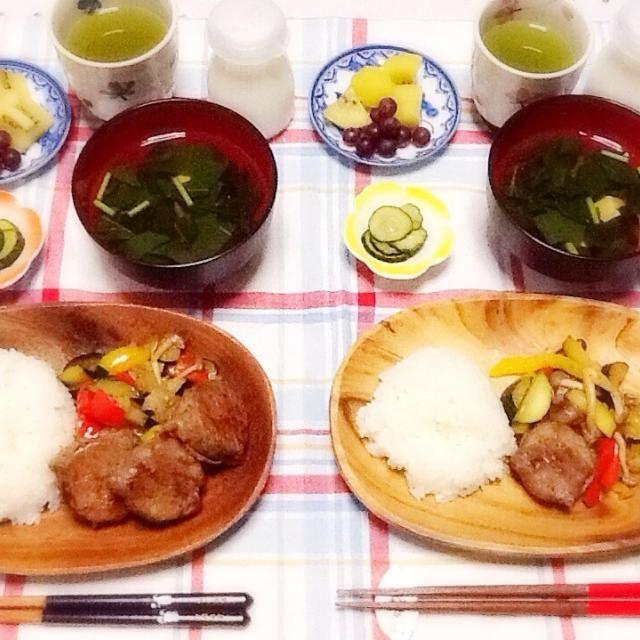 ズッキーニの肉巻き ズッキーニとパプリカのソテー きゅうりの漬物 モロヘイヤスープ 果物 - 49件のもぐもぐ - 晩ご飯(=・ω・=)(=・ω・=)~♪ by さとう かおり