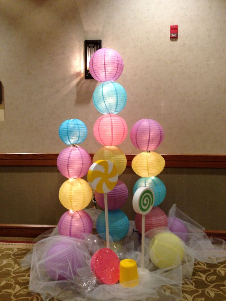 Table Decor At The Candyland Themed Prom Grand March