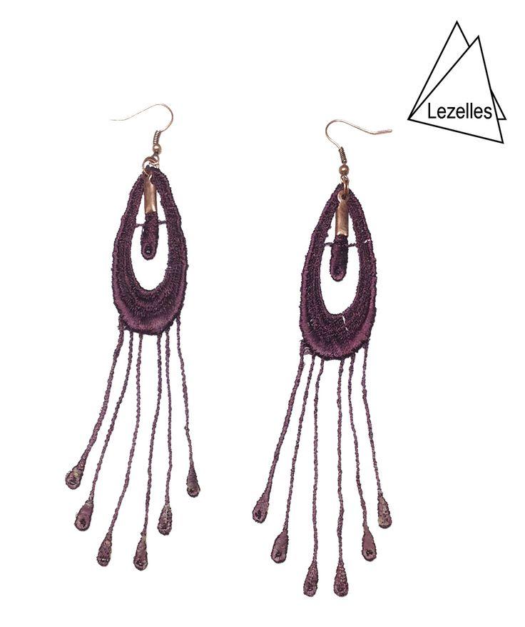 Bijoux en dentelle Grandes boucles d'oreilles en dentelle couleur prune : Boucles d'oreille par lezelles