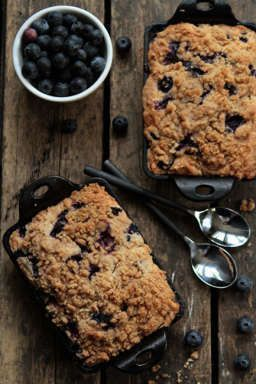 Blueberry Buckle cake recipe | MyBakingAddiction.com