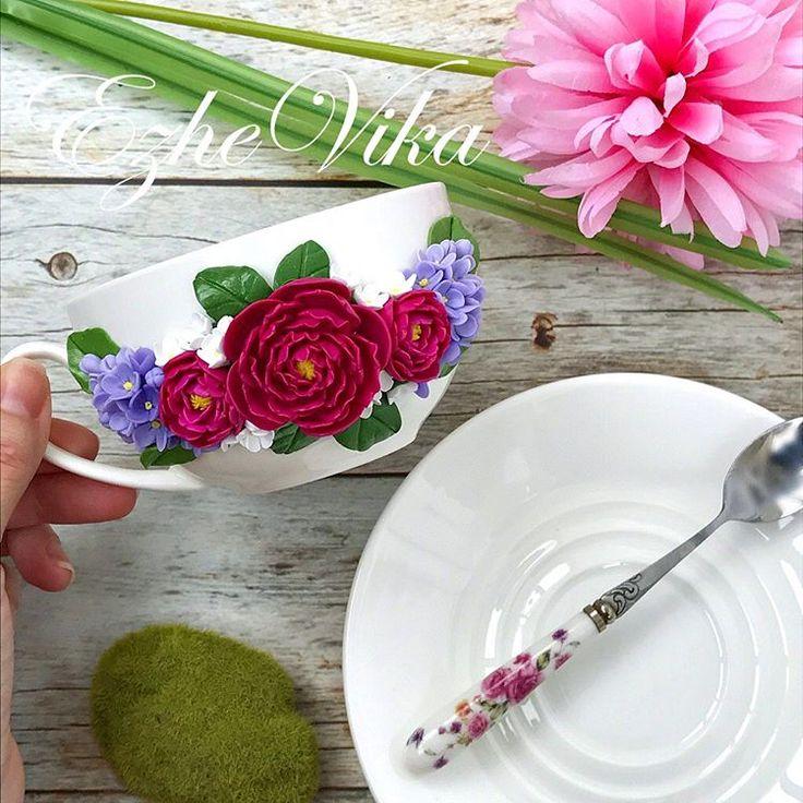 Ну и пусть за окном опять снег ❄️, а у меня цветут цветы 🌺. Обычно я делаю кружки для детей, а такие очаровательные чайные пары и кружки прекрасно подойдут для их мамочек) Цветочки можно выбрать любые на ваш вкус. ❗️Повтор чайной пары стоит 1200₽.❗️ #полимернаяглина #вкусныеложки #кружканазаказ #кружкасдекором #handmade #ezhevika_lyu #polymerclay #ручнаяработа #липецк #инстамама #пионы #сирень #весна
