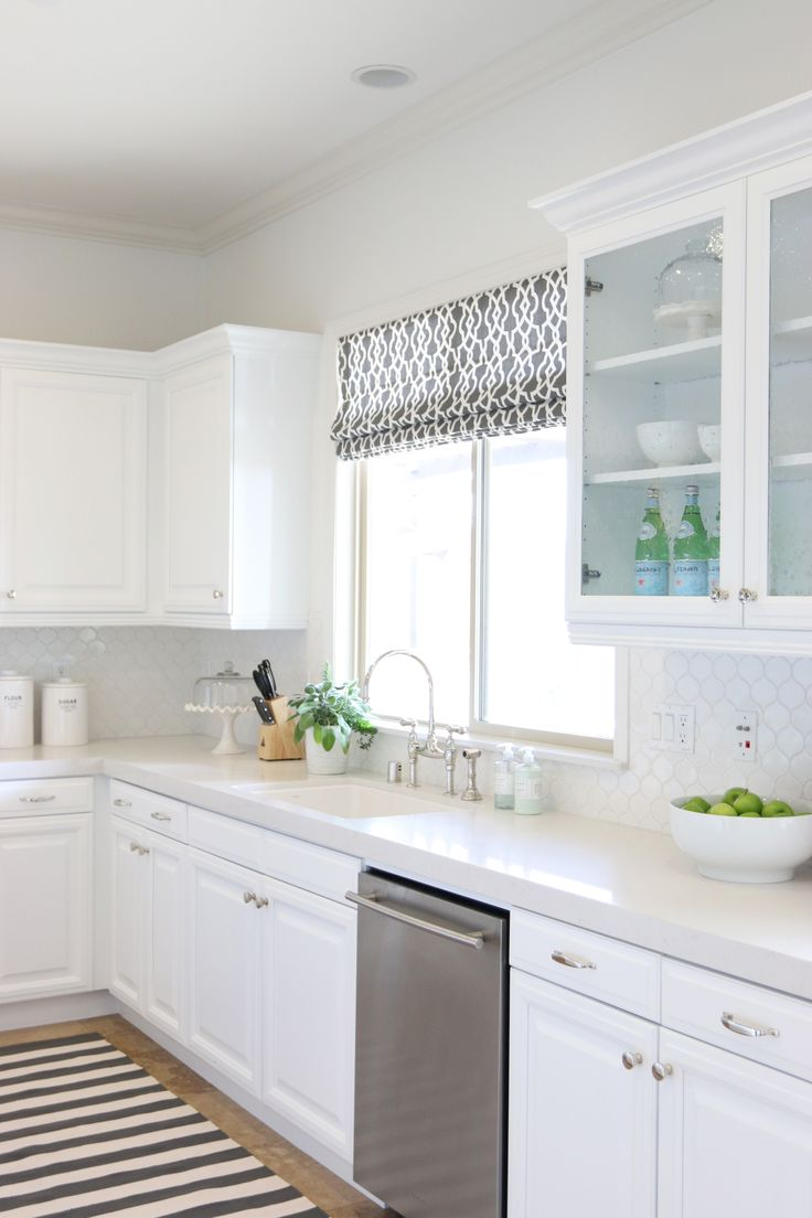 Kitchen Styling || Studio McGee Frosty Carrina quartz, white sink