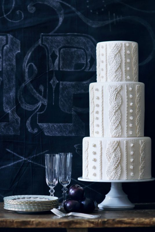 Cable-knit cakes are the coziest wedding trend this winter—perfect for brides obsessed with sweater weather.
