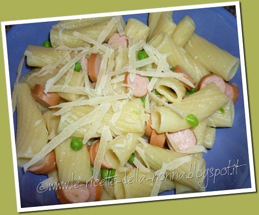Le Ricette della Nonna: Pasta fredda con piselli, wurstel e scaglie di parmigiano