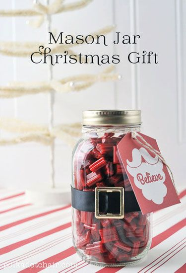 Gift a Mason jar filled with licorice bites (and wrapped with a faux belt buckle!) to a hostess, teacher, or neighbor for Christmas.