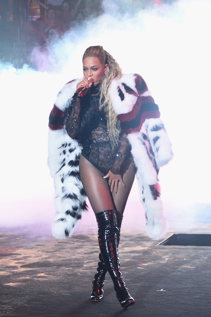 Beyoncé looking fierce in Fendi Fall/Winter 2016-17 during her incredible performance at the VMA's last night in NYC.