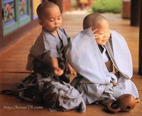 Little monks @ Shaolin temple