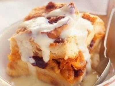 Puding Roti Tawar - Berikut ini ada aneka cara membuat video resep puding roti tawar kukus panggang bakar keju kraft tanpa telur pisang susu coklat ricke ncc paling mudah.