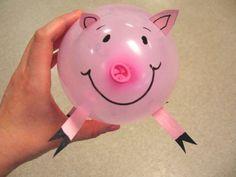 Pintamos un globo al que pegamos diferentes partes para formar un animal, en este caso un cerdo